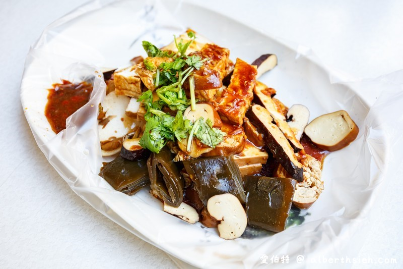 黃大目豆干(大溪老街美食好吃的現切滷味豆干,辣醬超讚)